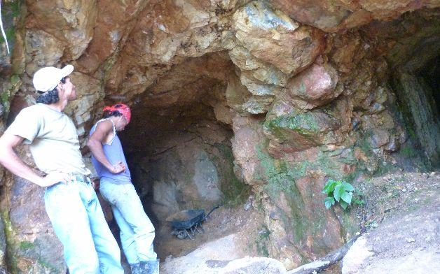 Minería de oro artesanal subsiste en Costa Rica en medio de peligros
