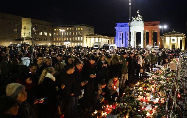 Francia debe estar alerta a 'otras réplicas' terroristas