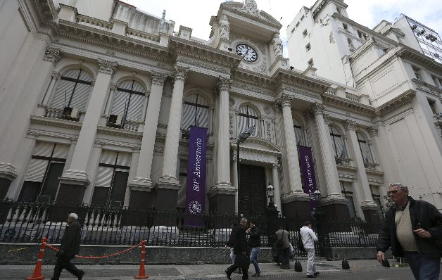 Bancos alertan sobre baja productividad y los altos impuestos en la región