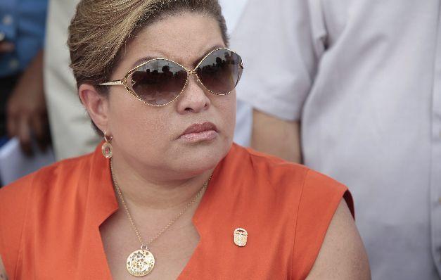 Denuncian intimidación legal en allanamiento a oficina de Alma Cortés