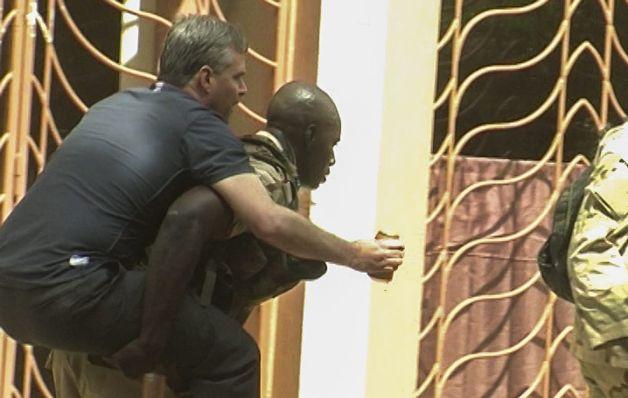 Unos 27 rehenes pierden la vida en ataque a hotel en Mali