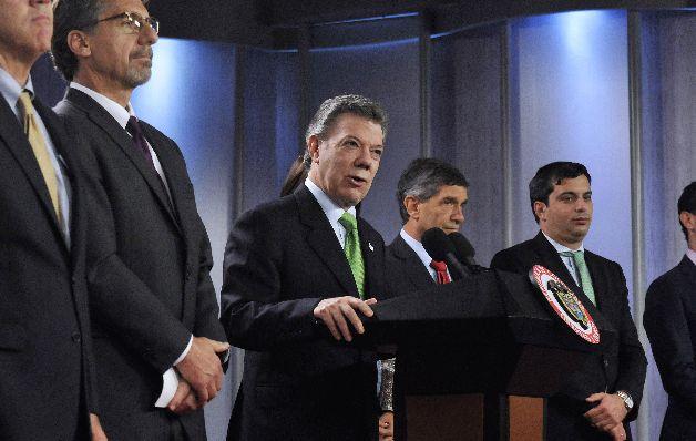 Santos envía a su hermano a Cuba a dialogar