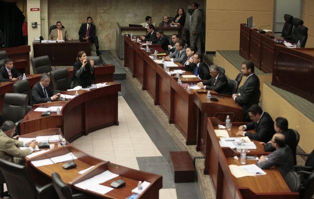 Cuestionan a ministro sobre fiscalización de su gestión en el Miviot