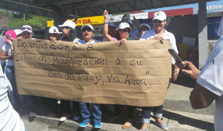 Educadores protestan por falta de transporte aéreo a zonas lejanas