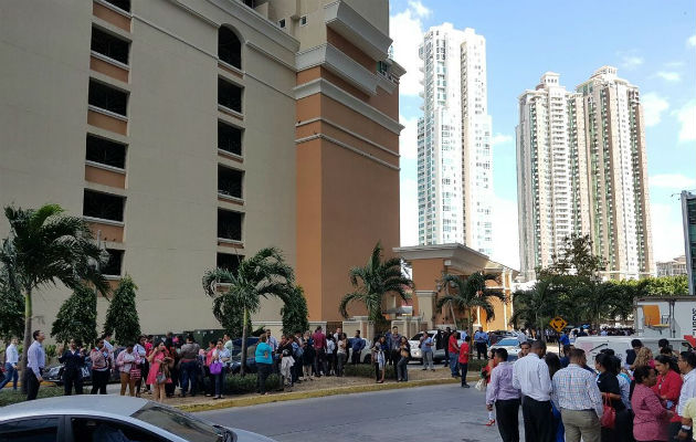 Cientos de empresas evacuaron a sus colaboradores, tras temblor.