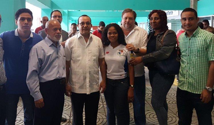 Autoridades universitarias, encabezadas por el rector Eduardo Flores, acompañaron a la joven Rita Ramos a la audiencia en Plaza Ágora. /Foto Internet