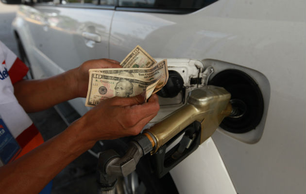Aumento histórico de 0.51 centavos registra galón de gasolina desde el viernes
