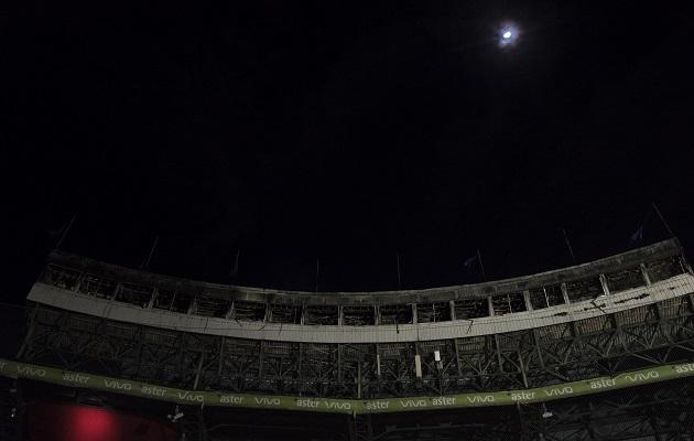 Se incendia el Estadio Quisqueya en República Dominicana