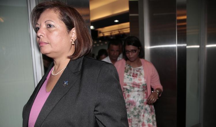 La fiscal Vielka Broce a su salida de la Comisión de Credenciales de la Asamblea Nacional. /Foto Víctor Arosemena