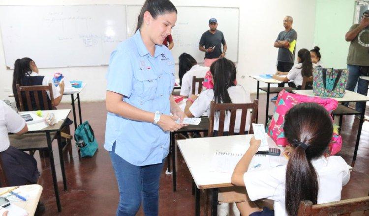 El tema de la entrega de boletos a estudiantes graduandos desde el inicio fue criticada por la población. Mayra Madrid