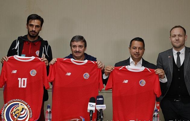 Colibrí inspira la camiseta que Costa Rica usará en el Mundial de Rusia 2018 4c3905827ea