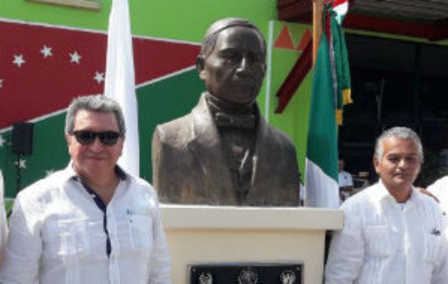 Honran a Benito Juárez con busto en plaza de Bellas Artes en David