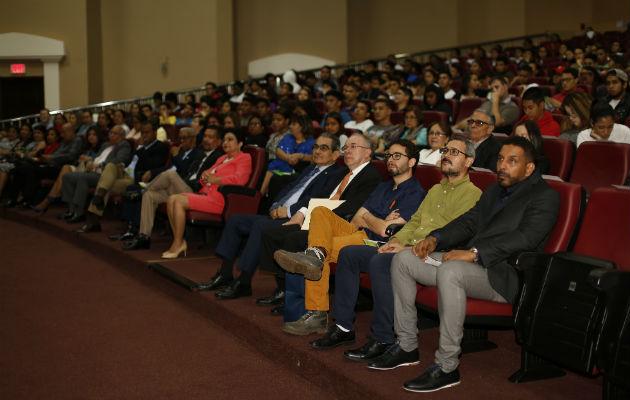 El público, principalmente juvenil, durante la premiación. Foto: Josué Arosemena..