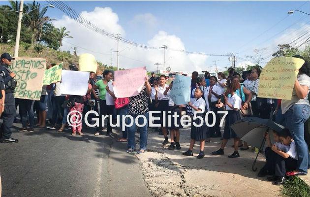 Moradores de Nuevo Chorrillo en las calles, no tienen agua