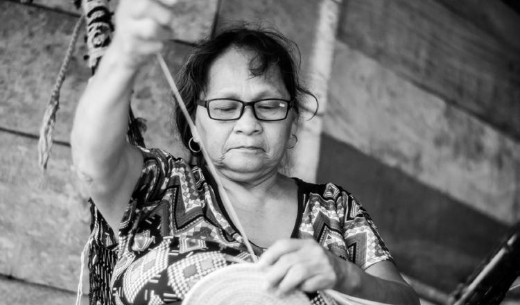 La artesanía de la etnia emberá wounaan enfrenta retos como la falta de manuales y el poco interés de las nuevas generaciones. Héctor Saavedra