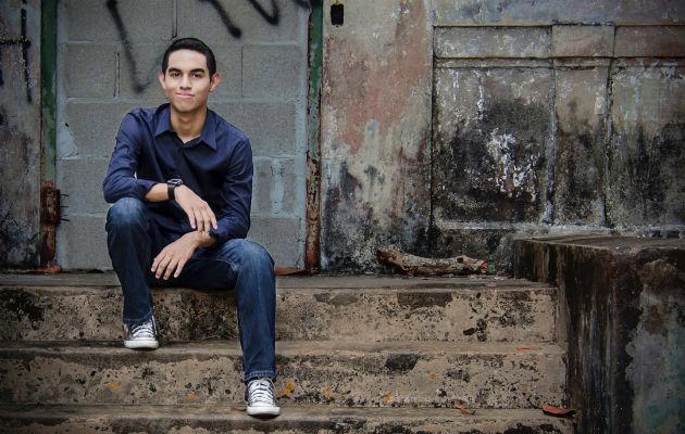 Edward José, el adolescente luchador y cantante