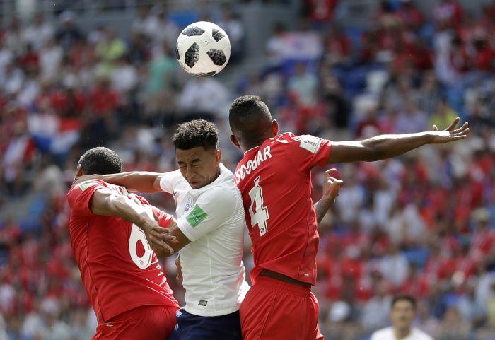 Gavilán le recuerda a Lingard que casi le rompe la pierna a Román Torres