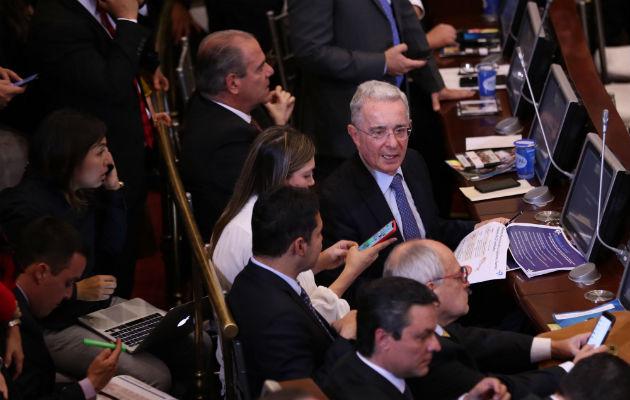 Álvaro Uribe renuncia al Senado para hacerle frente a la justicia