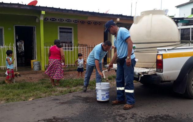Desesperados: Chitreanos llevan sin agua más de 30 horas