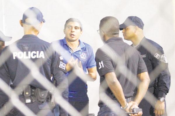 Juan Ramón Solís califica de cobardía incidente en coliseo