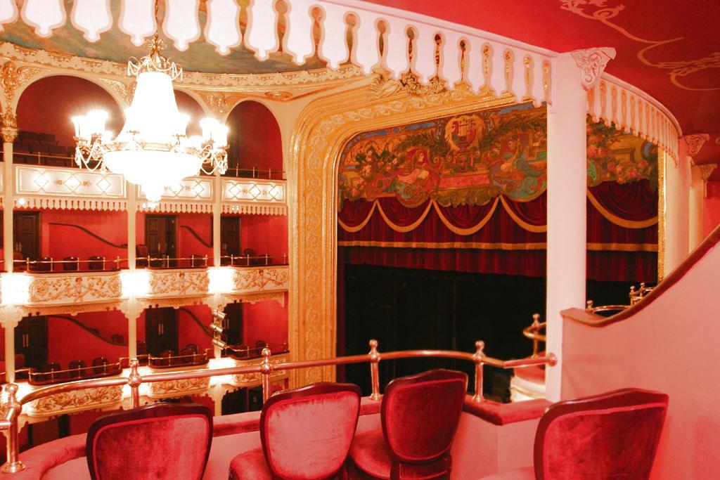 Ministerio de Cultura en paz y salvo con restauración del Teatro Nacional