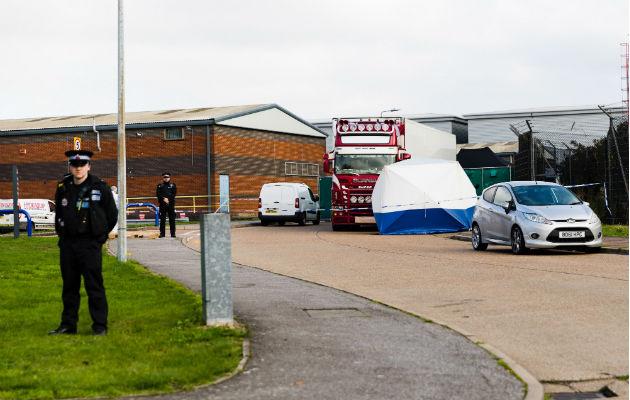 Hallado un camión con 39 cadáveres en un polígono industrial en Inglaterra