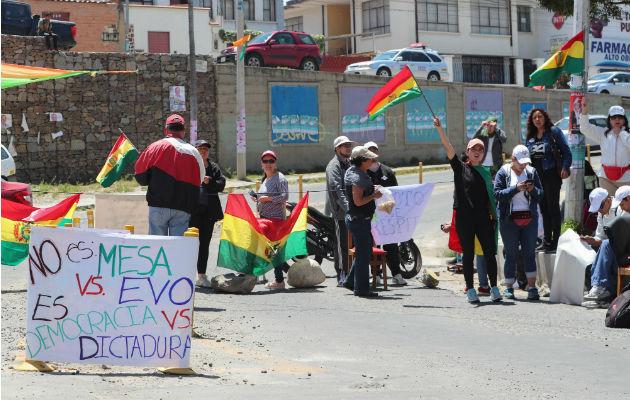 Contrarios a la reelección de Evo Morales, bloquearon calles en La Paz. Foto: EFE.