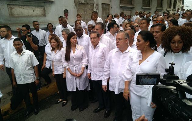Conmemoran el Día de los Difuntos con romería en el cementerio Amador