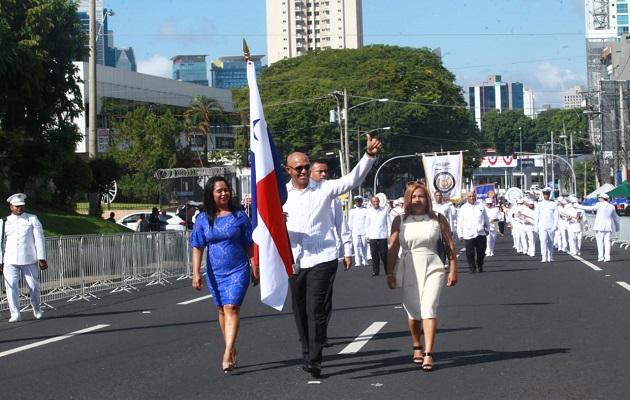 Mariano Rivera saca pecho de la bandera panameña ante sus miles de fanáticos