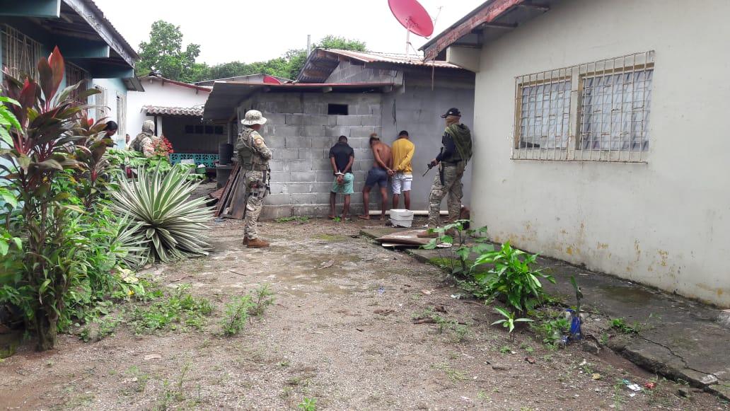 A través de un intenso operativo policial, estos delincuentes fueron apresados el pasado martes en la misma comunidad de Nombre de Dios.