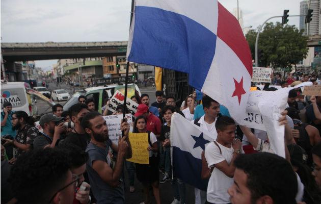 Rolando Mirones alerta sobre atentados contra bienes públicos durante marcha contra las reformas constitucionales
