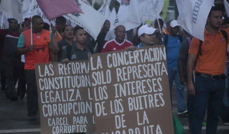 Exigen eliminar reformas constitucionales