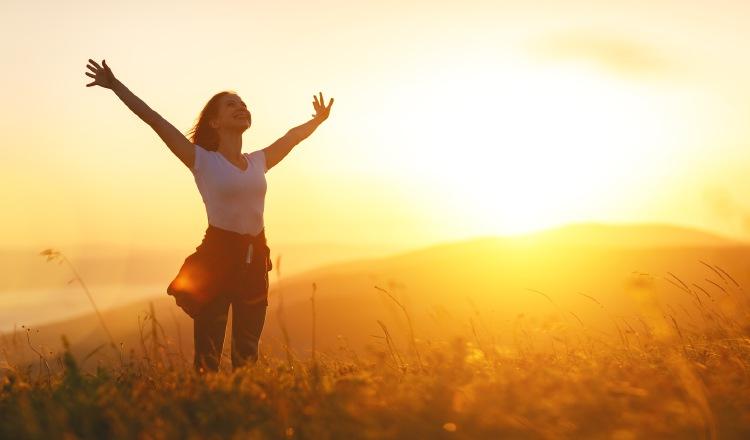 Sentirse abrumados suele pasar, pero, no por ello debe permitirse que pensamientos y sentimientos negativos se afinquen. Dar un giro y agradecer las bendiciones, pensar en positivo y sonreír a la vida depende de cada uno. Foto: Pixabay