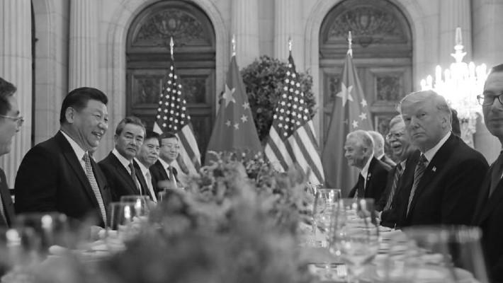 Una de las reuniones entre Donald Trump (a la derecha) y Xi Jinping (a la izquierda) en diciembre del año pasado, en Argentina, para pactar una tregua comercial. Foto: AP.