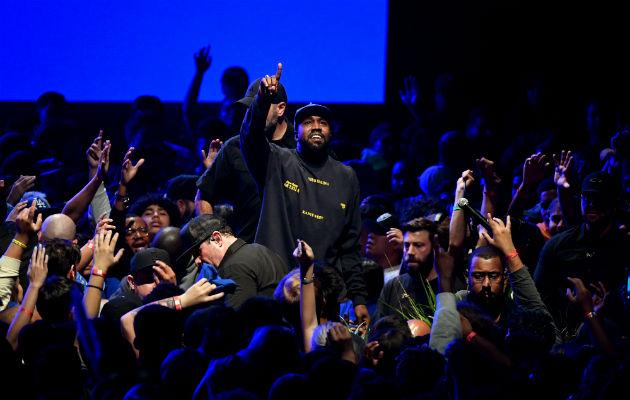 El rapero Kanye West da un giro musical hacia temas religiosos