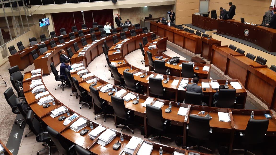Retraso en el inicio de ratificación de magistrados; bancadas están reunidas