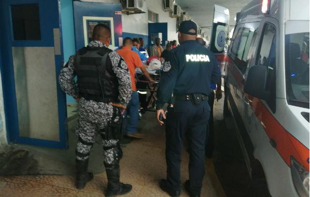 Los heridos fueron llevados primero al cuarto de urgencias de la Policlínica de Coco Solo. Foto: Diómedes Sánchez S.