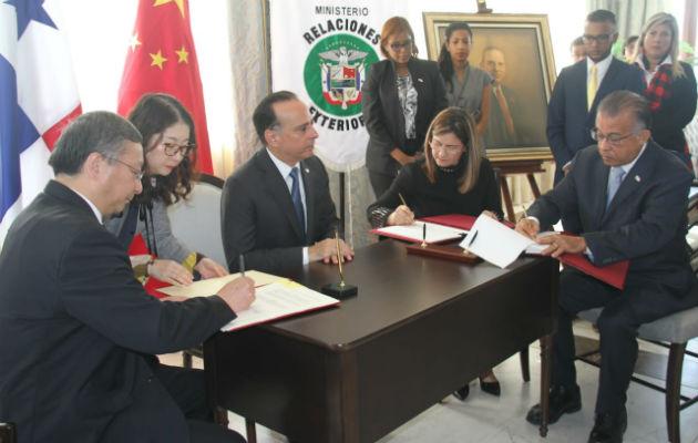 Panamá firma protocolos sanitarios con China para exportación de carne de cerdo y productos acuáticos