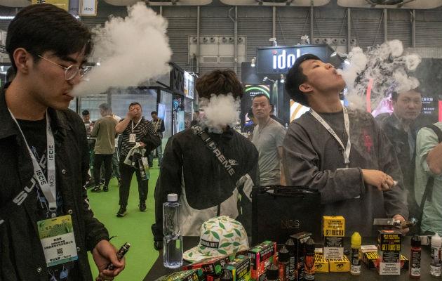 El mercado chino de vapeadores valía 750.4 millones de dólares en el 2018. La reciente Shanghai eCig Expo. Foto/ Gilles Sabrié.