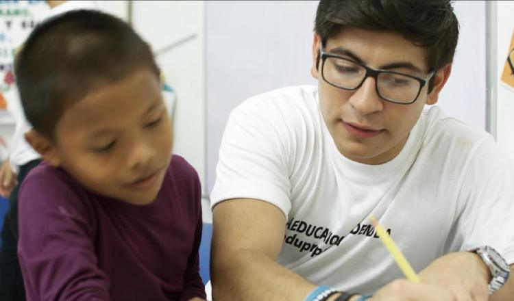 Jorge Isaac Iglesias experimenta el placer de servir