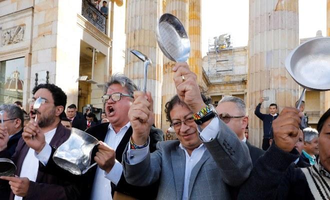 Colombianos rechazan la reforma fiscal de Iván Duque al ritmo de las cacerolas