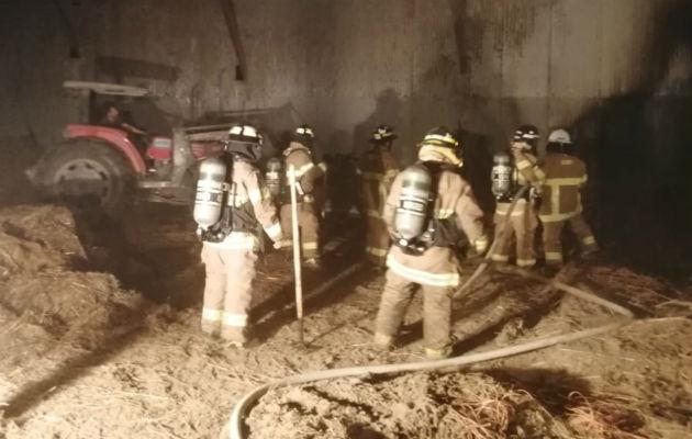 Incendio consume galera llena de pacas en Santo Domingo de Las Tablas