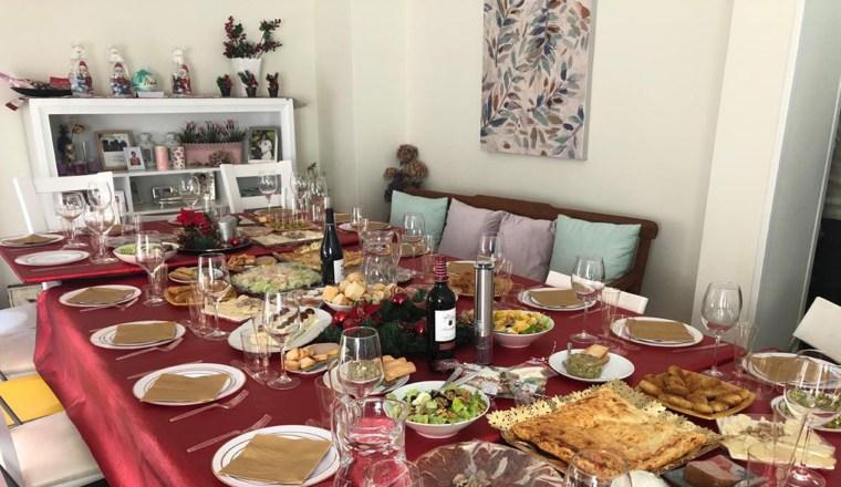 Los especialistas consideran un error poner comida en el centro de la mesa.