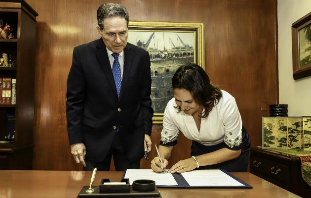 Ilya de Marotta asume el cargo como subadministradora del Canal de Panamá