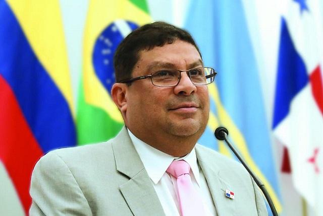 Ministro Carlos Aguilar solicita se retire el proyecto de ley que regula los patronatos