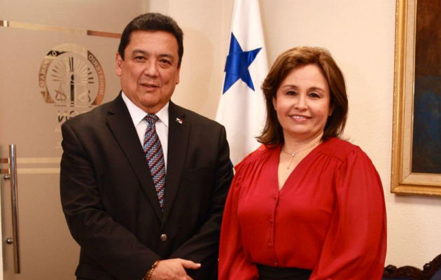 Eduardo Ulloa toma posesión como nuevo procurador general de la nación