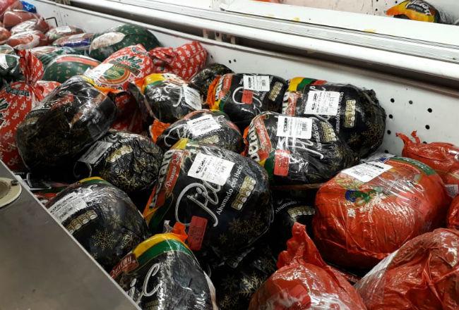 Diputados confiesan que repartieron jamones, pero que los compraron con sus propios recursos