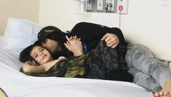Criss Angel rapa a su hijo tras tener una recaída de cáncer