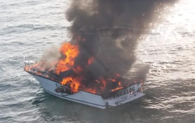 Video: ¡Fuego! Hombres y mujeres al agua cerca de isla Flamenco