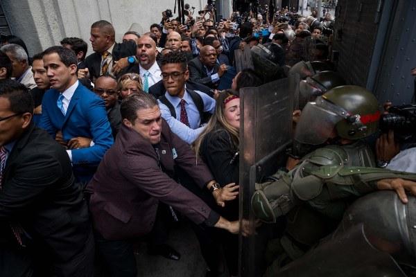 El chavismo elige a Luis Parra nuevo presidente del Parlamento sin Juan Guaidó ni los opositores